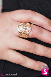 Paparazzi Jewelry Ring Hustle and FLORAL - Gold