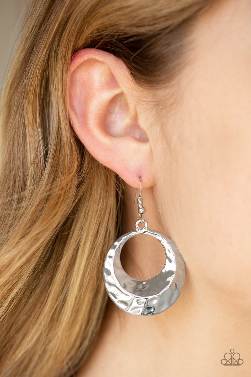 Paparazzi Jewelry Earrings Savory Shimmer - Silver