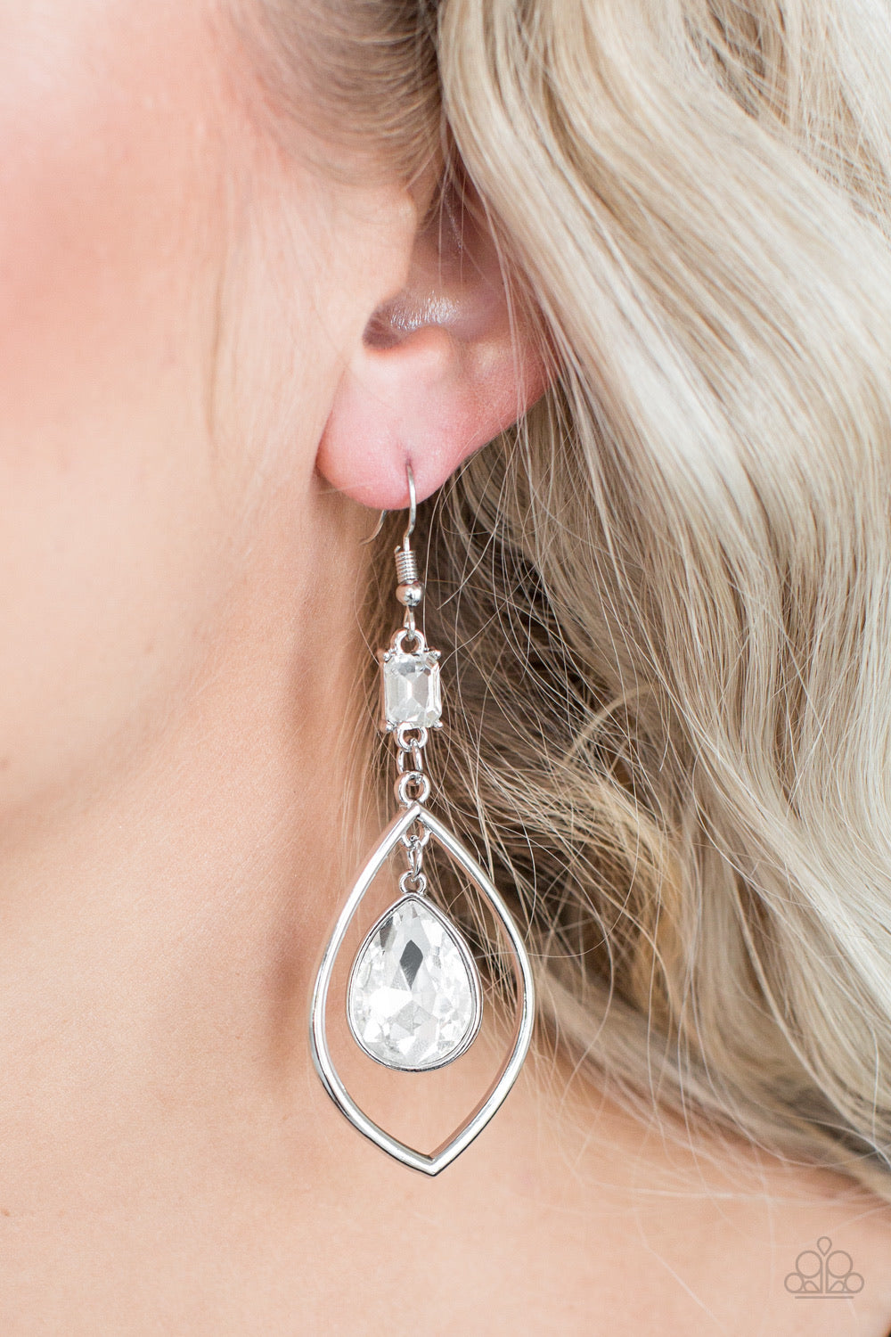 Paparazzi Jewelry Earrings Priceless - White