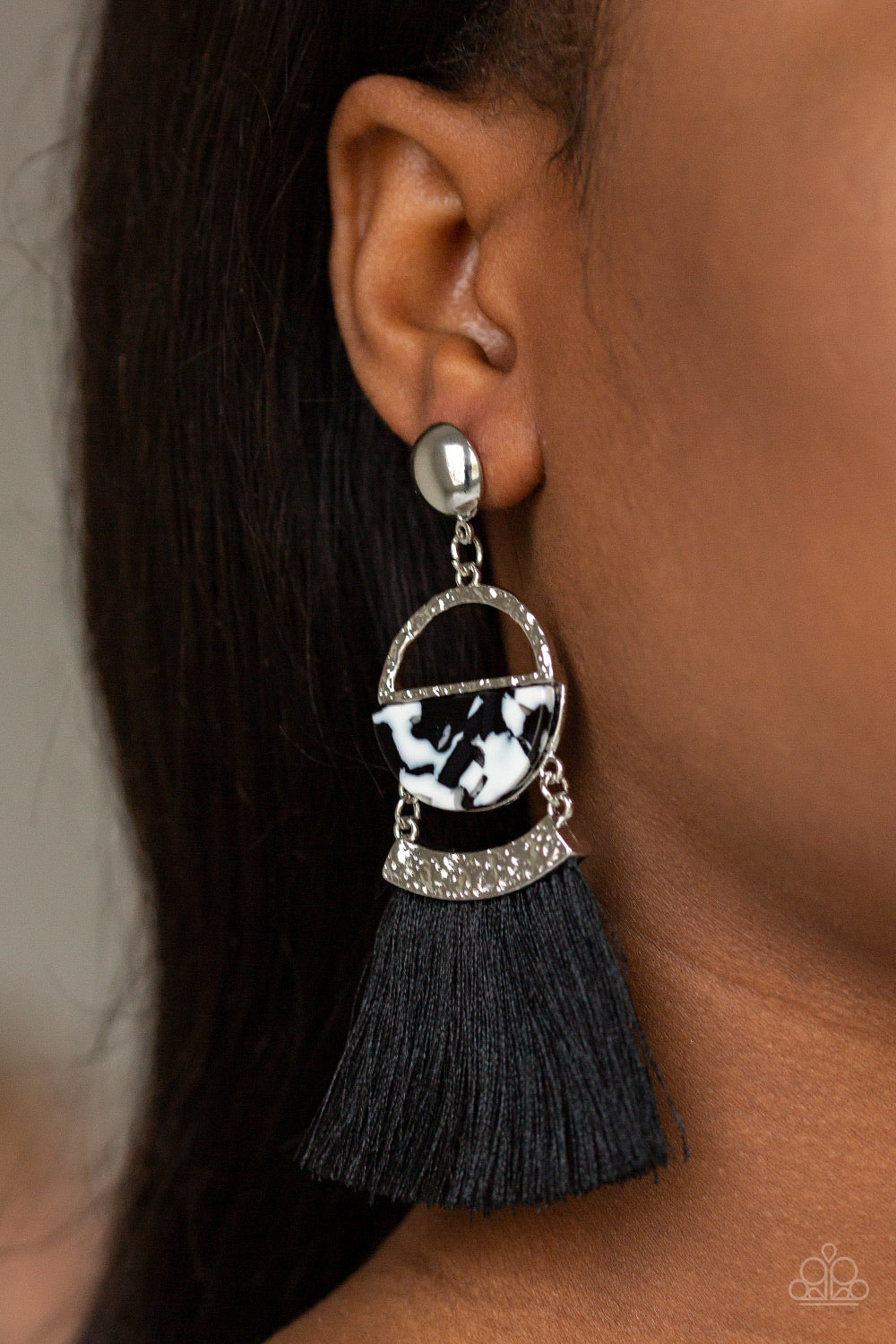 Paparazzi Jewelry Earrings Tassel Trot - Black