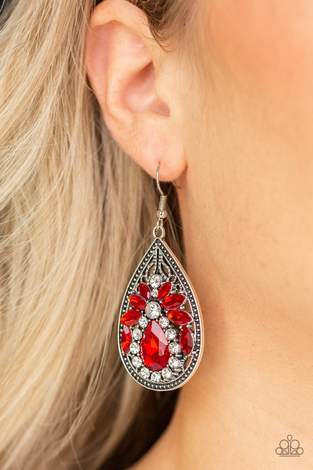 Paparazzi Jewelry Earrings Candlelight Sparkle - Red