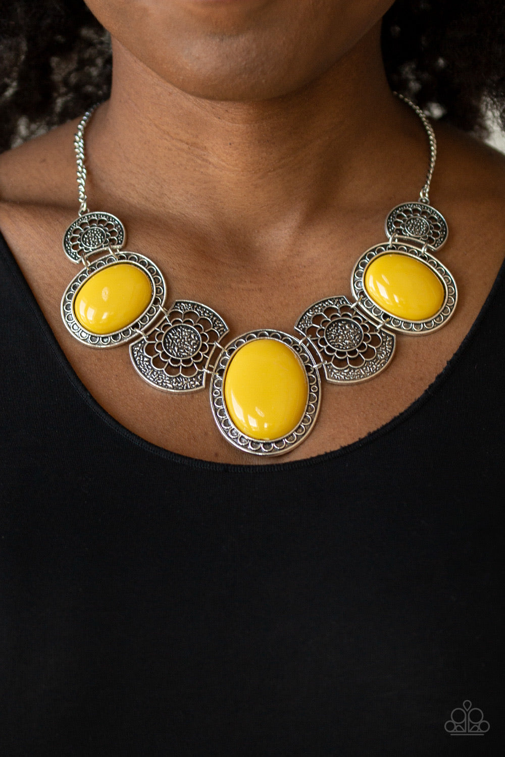 Paparazzi Jewelry Necklace The Medallion-aire - Yellow