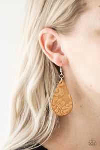 Paparazzi Jewelry Earrings Feelin Groovy - Brown