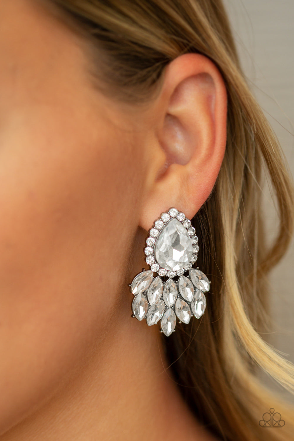 Paparazzi Jewelry Earrings A Breath of Fresh HEIR - Black