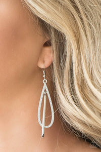 Paparazzi Jewelry Sets Step Into The Spotlight/ Spotlight Splendor - White