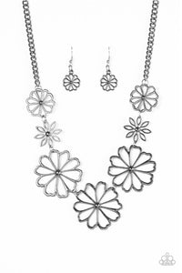 Paparazzi Jewelry Necklace Blooming With Beauty - Black