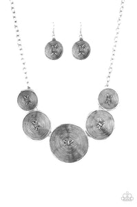 Paparazzi Jewelry Necklace Deserves A Medal - Silver