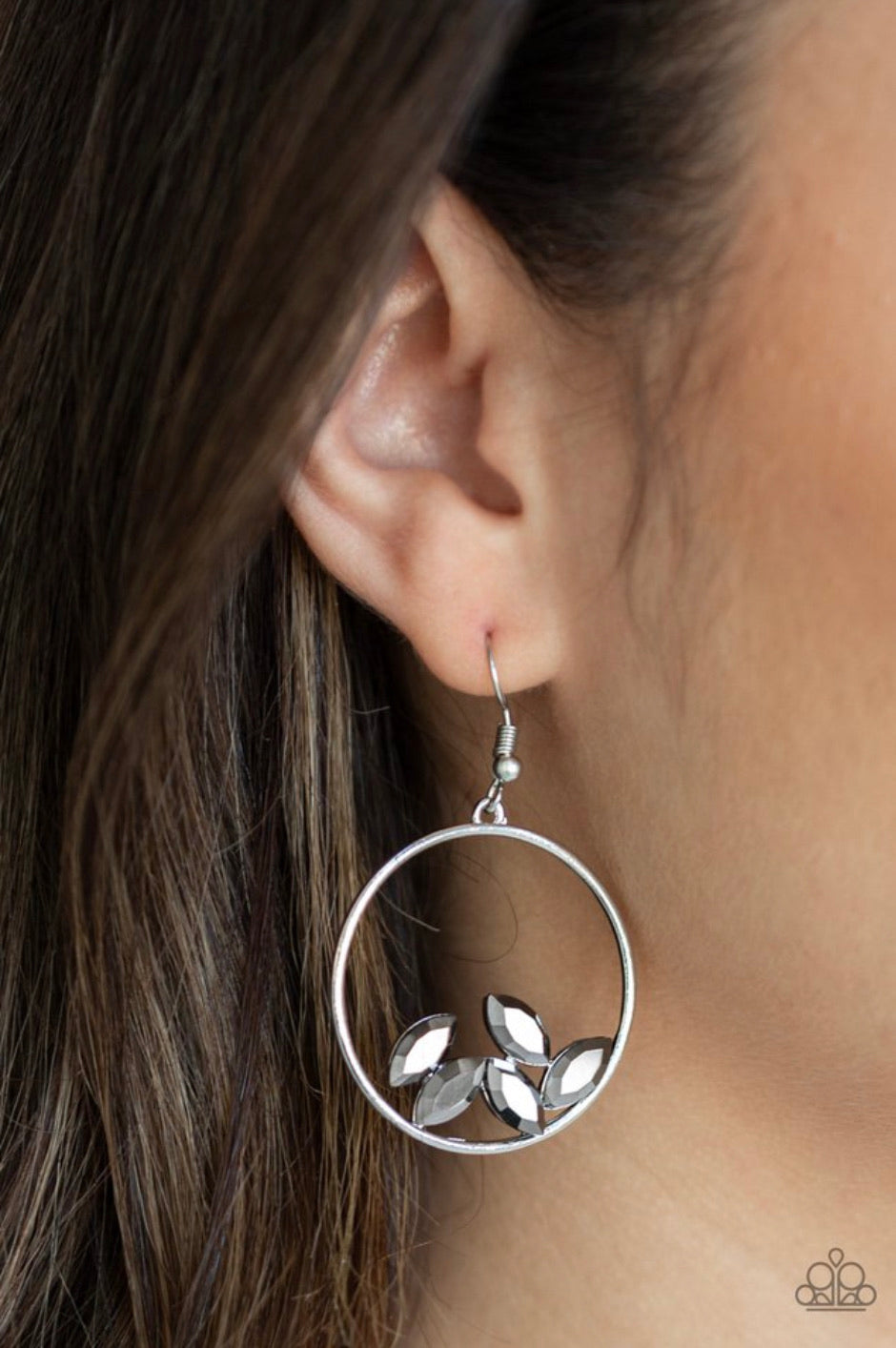 Paparazzi Jewelry Earrings Cue The Confetti - Silver