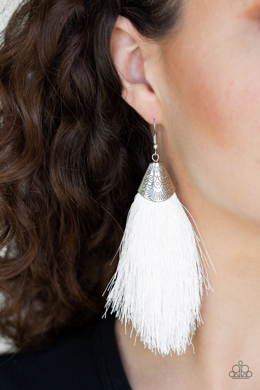 Paparazzi Jewelry Earrings Tassel Temptress - White