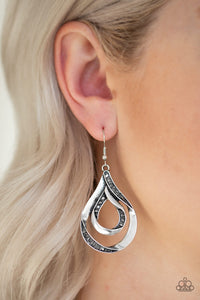 Paparazzi Jewelry Earrings Flavor Of The FLEEK - Silver