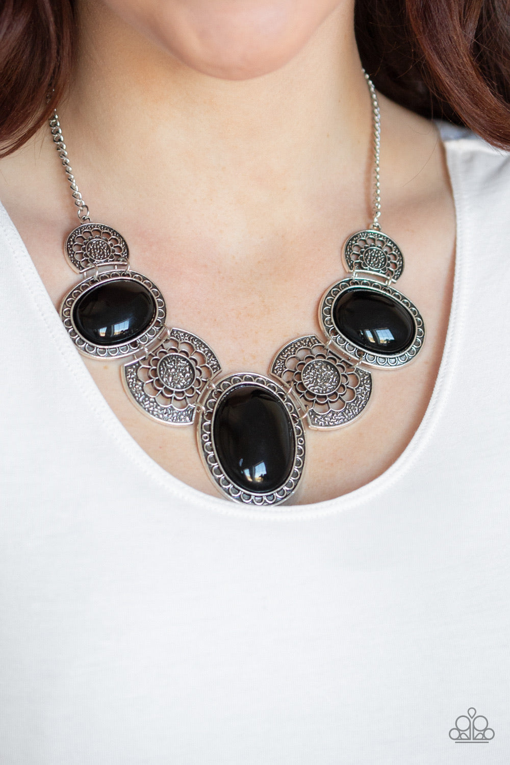 Paparazzi Jewelry Necklace The Medallion-aire - Black