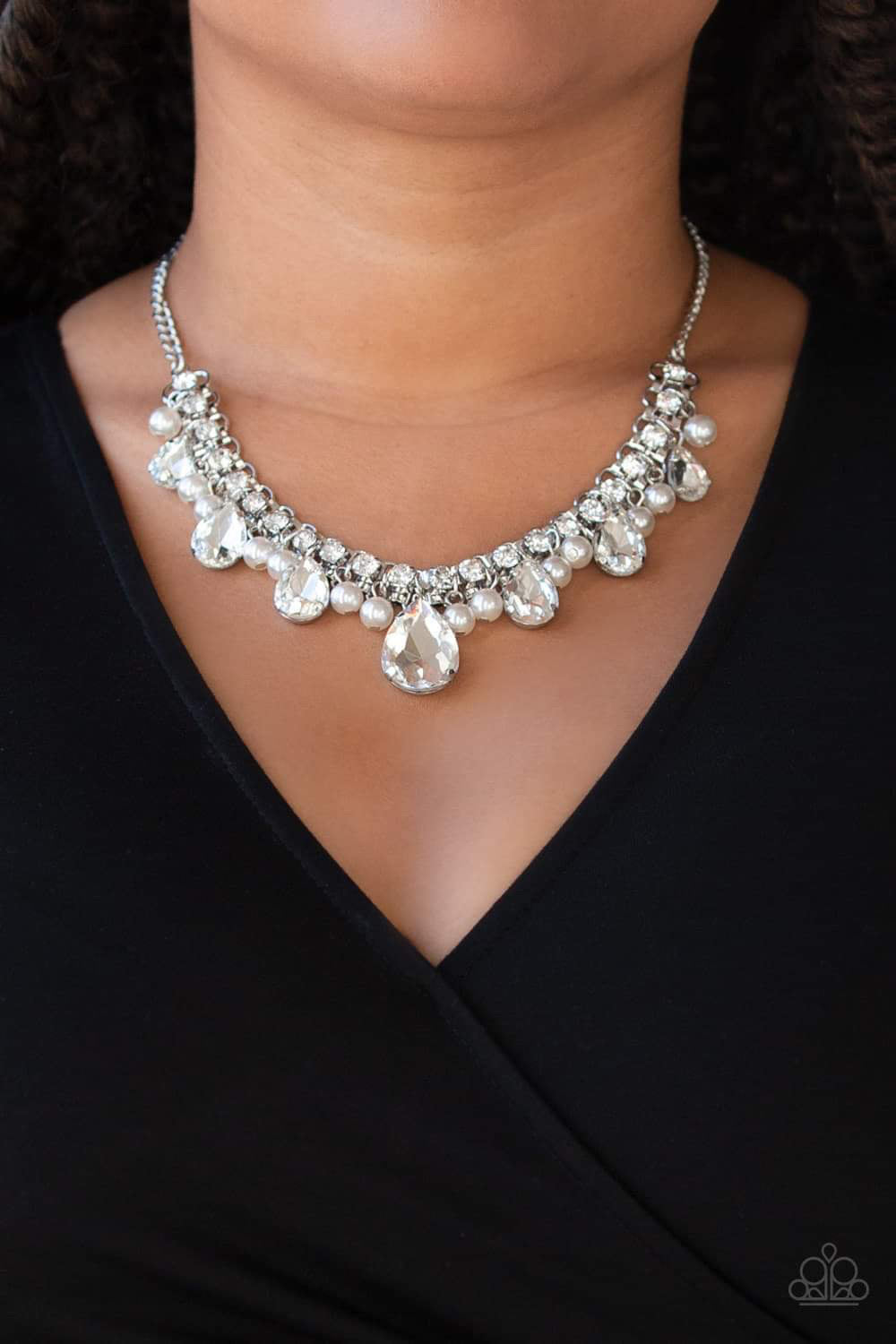 Paparazzi Jewelry Necklace Knockout Queen - White