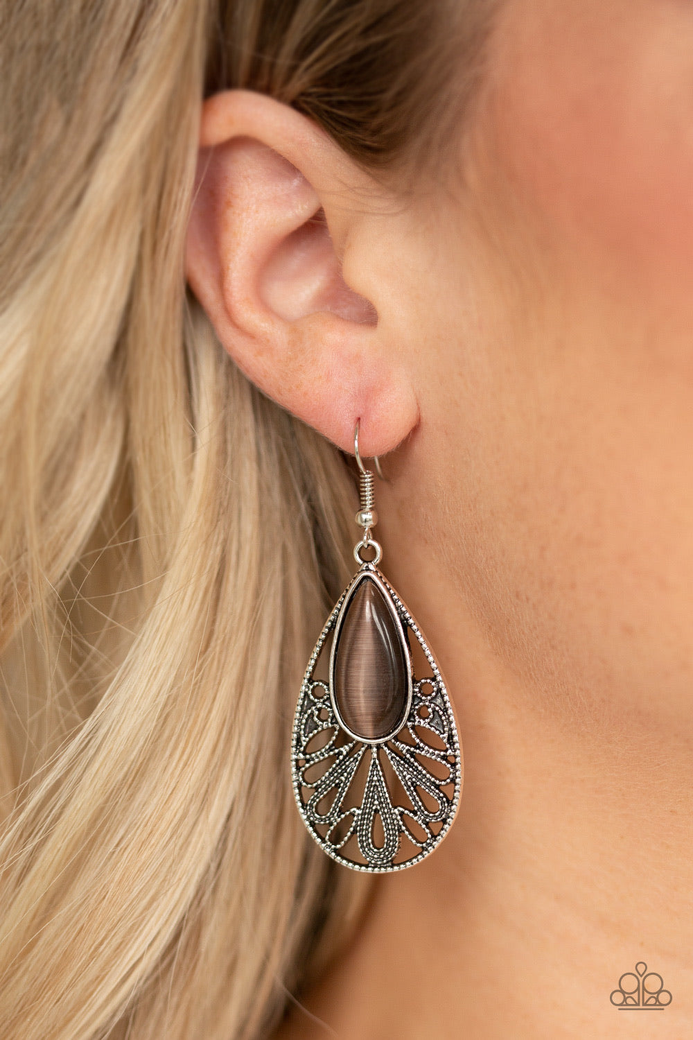 Paparazzi Jewelry Earrings Glowing Tranquility - Brown