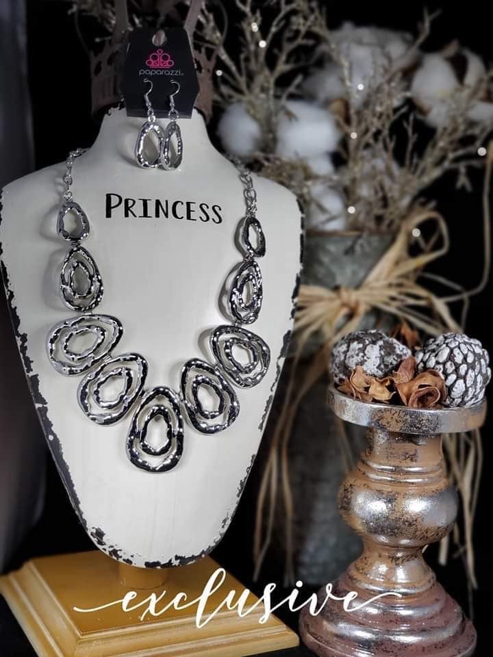 Paparazzi Jewelry Necklace Terra Couture Silver