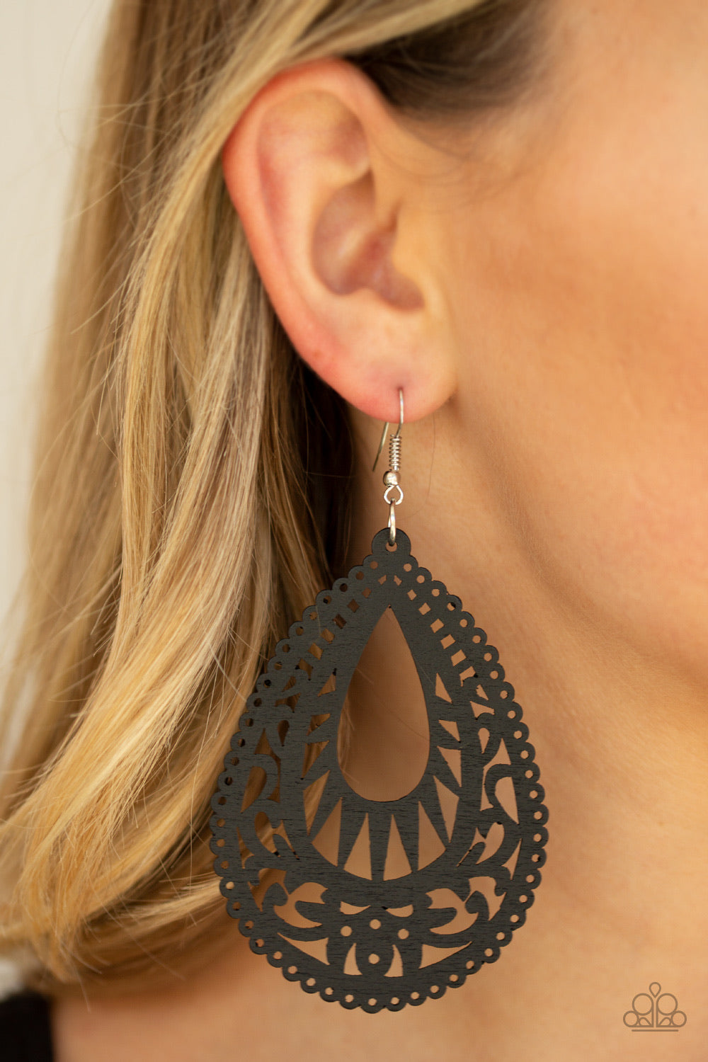 Paparazzi Jewelry Earrings Zesty Zen - Black