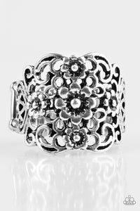 Paparazzi Jewelry Ring Divinely Daisy - Silver