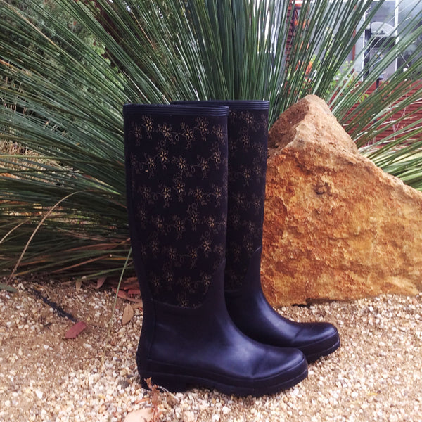 Navy Royale Wellies In The Garden