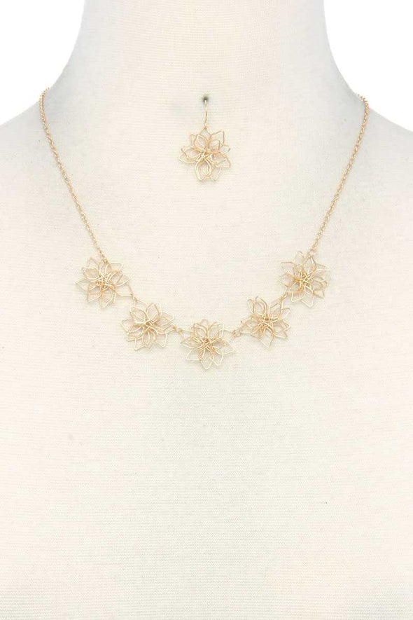 Wire Flower Necklace - Babe Shoppe