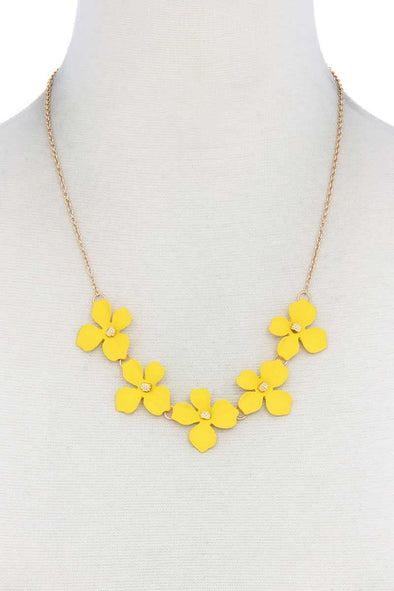 Flower Necklace - Babe Shoppe