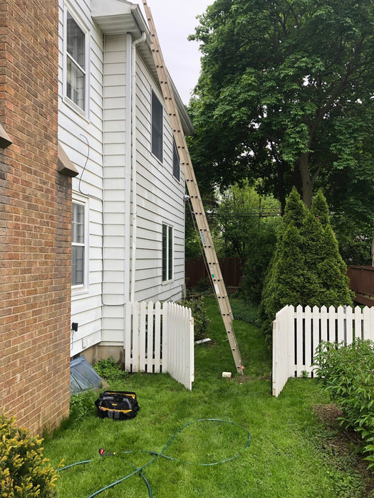 10 Reasons Why People Fall Off Extension Ladders