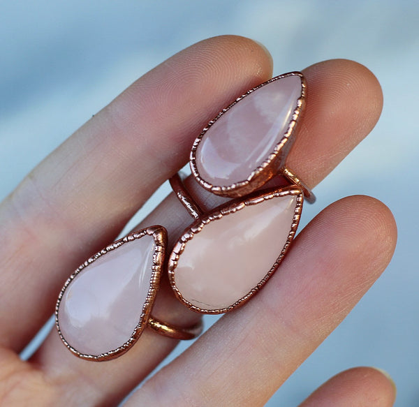 Teardrop Rose Quartz Ring, Rose Quartz Crystal Ring, Teardrop Shaped Cocktail Ring, Rose Quartz Statement Ring