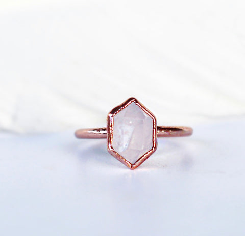 Rose Quartz Point Ring, Dainty Rose Quartz Crystal Ring, Copper and Rose Quartz Ring, Raw Rose Quartz Gemstone Ring, Rose Quartz Gemstone