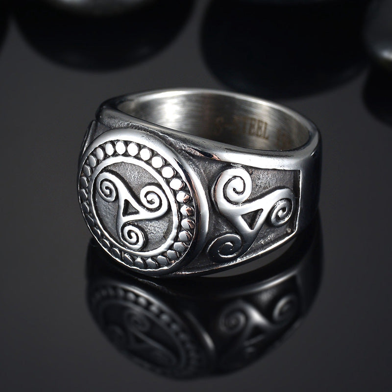 Men's Triskele Ring