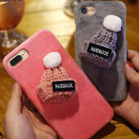 "Coque Fun "" Fourrure ( bonnet ) "" iPhone Xs / Xs Max / Xr / X / 8 Plus / 8 / 7 Plus / 7 / 6 Plus / 6 / SE / 5s - PommeAddict.fr"