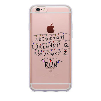 "Coque Série 🎬 "" Stranger Things ( RUN ) #1 "" iPhone Xs / Xs Max / Xr / X / 8 Plus / 8 / 7 Plus / 7 / 6 Plus / 6 / SE / 5s - PommeAddict.fr"