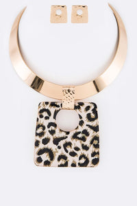 Trendsetting Gold Collar Necklace Set - Superior Boutique