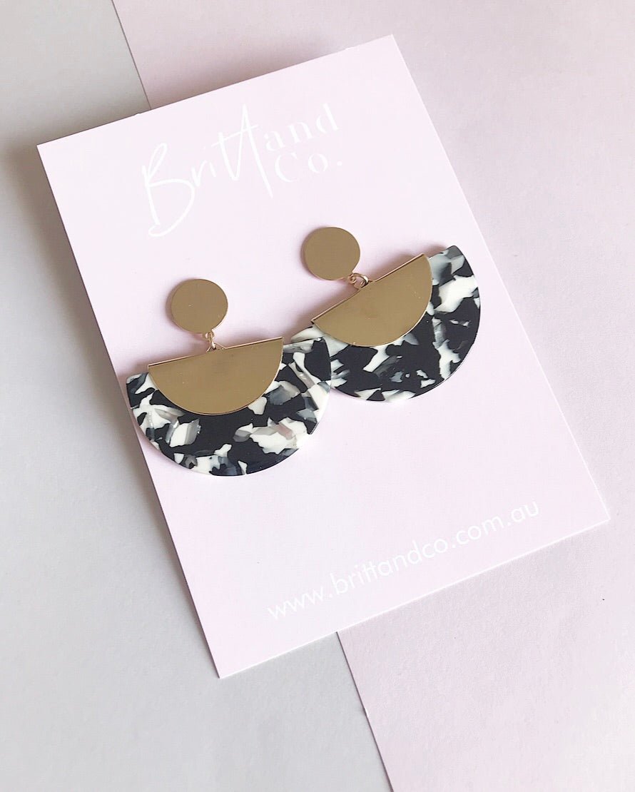 Amara Black Earrings