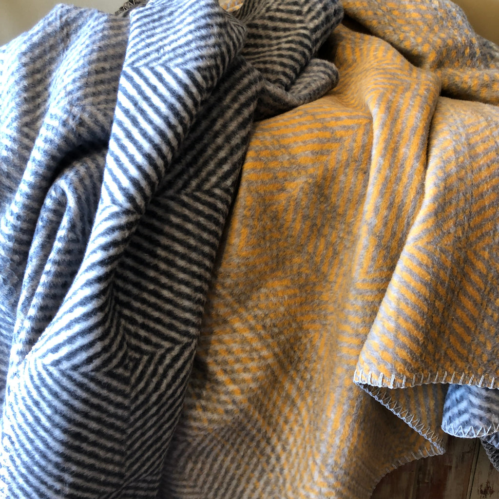 DAVID FUSSENEGGER- SAVONA HERRINGBONE THROW gold/grey