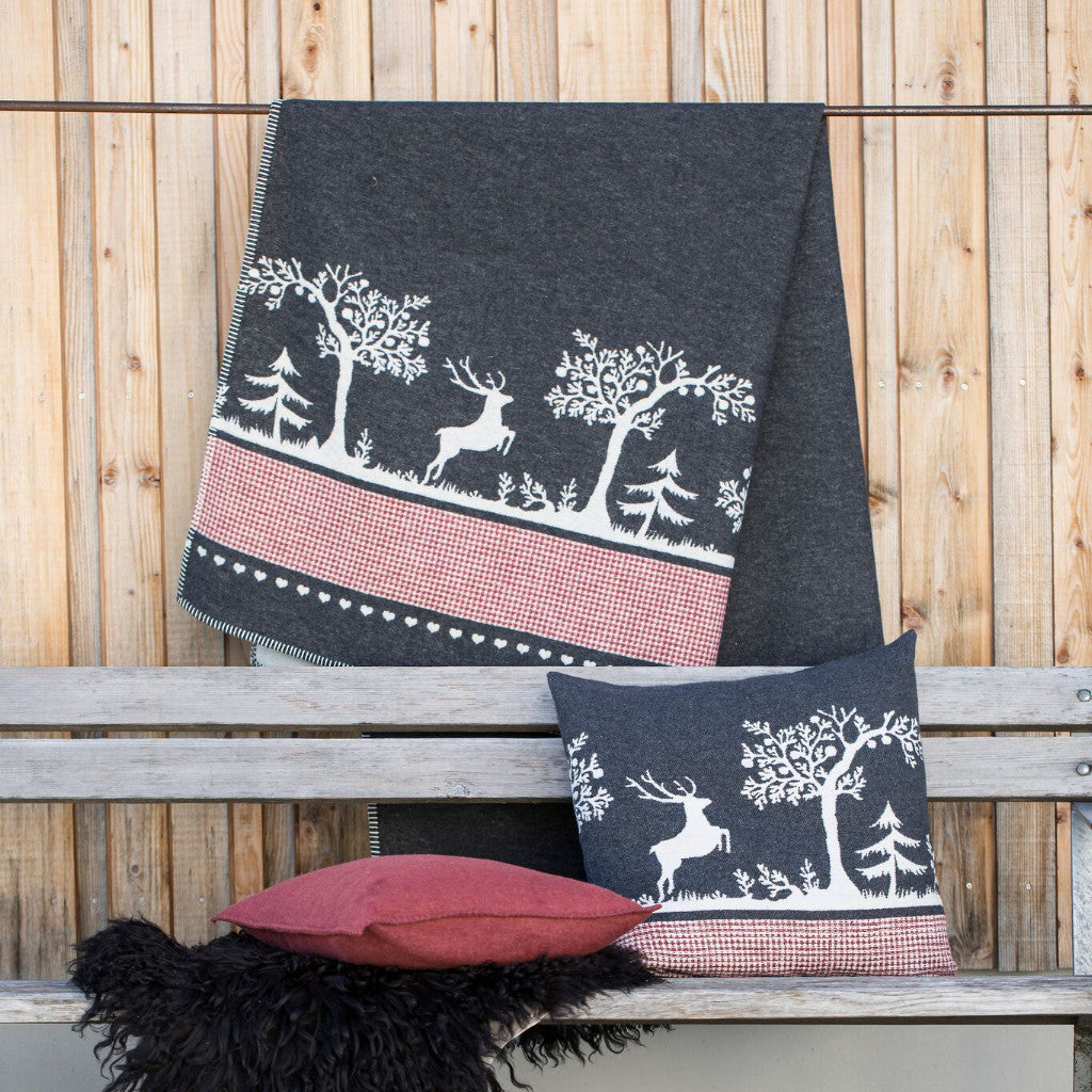 DAVID FUSSENEGGER- SYLT ALPINE FOREST throw