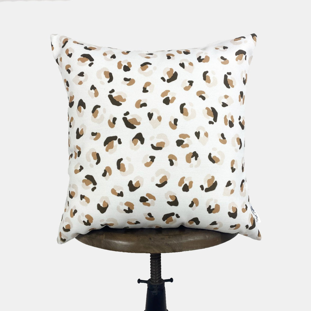 Paw Repeat Pattern | Paw Decor | Paw Print | Decorative Pillows | Mom Gift | Home decor | Room Decor | Bedroom Decor | Throw Pillows