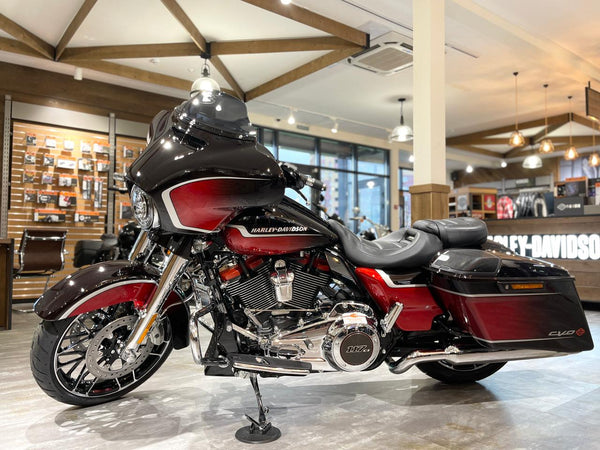 CVO™ STREET GLIDE® 2021 Sunset Orange Fade & Sunset Black