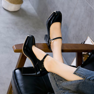Elegant Pure Color Buckle Thick Heel Shoes - lolabuy