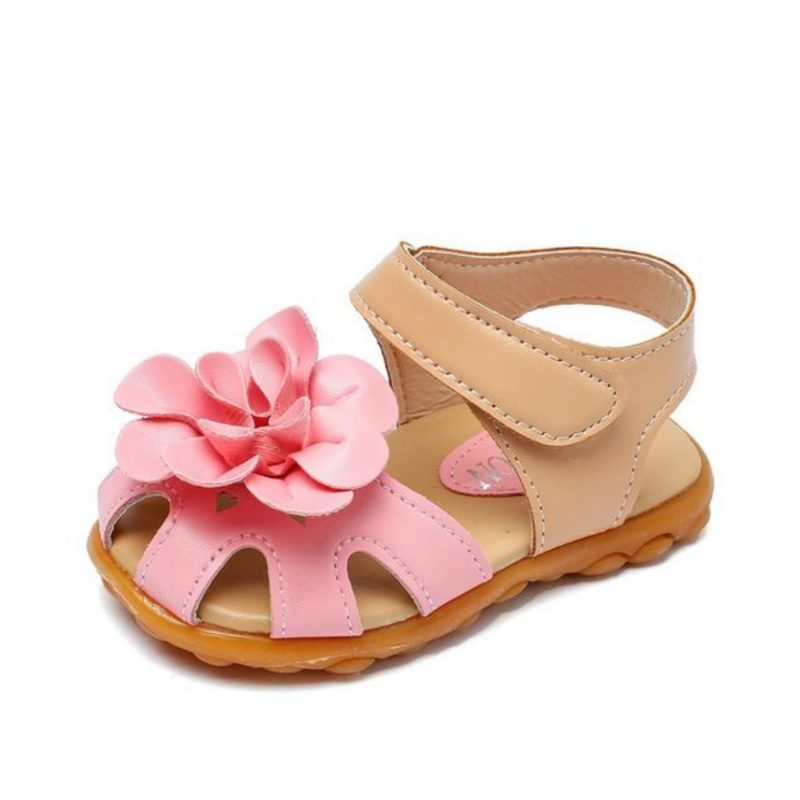 Flapping flower sandals