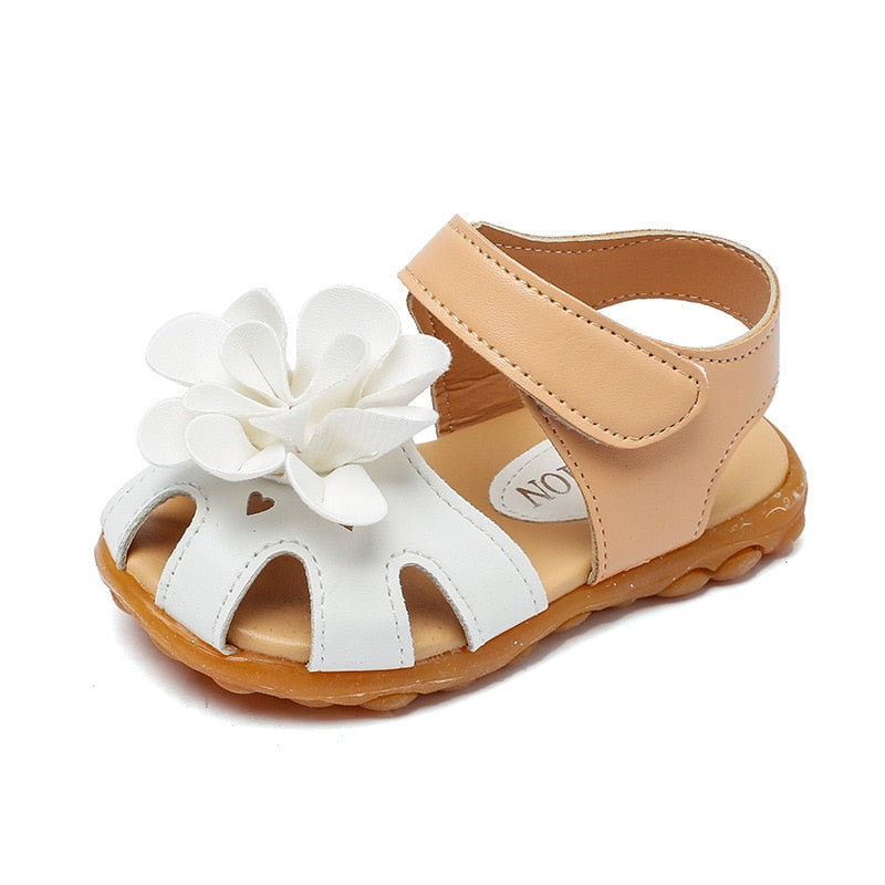 White Flapping Flower Sandals