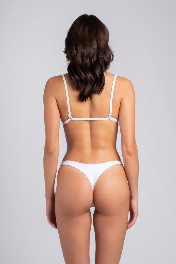Peachy Bottom White: slip brasiliana, perizoma mare bianco