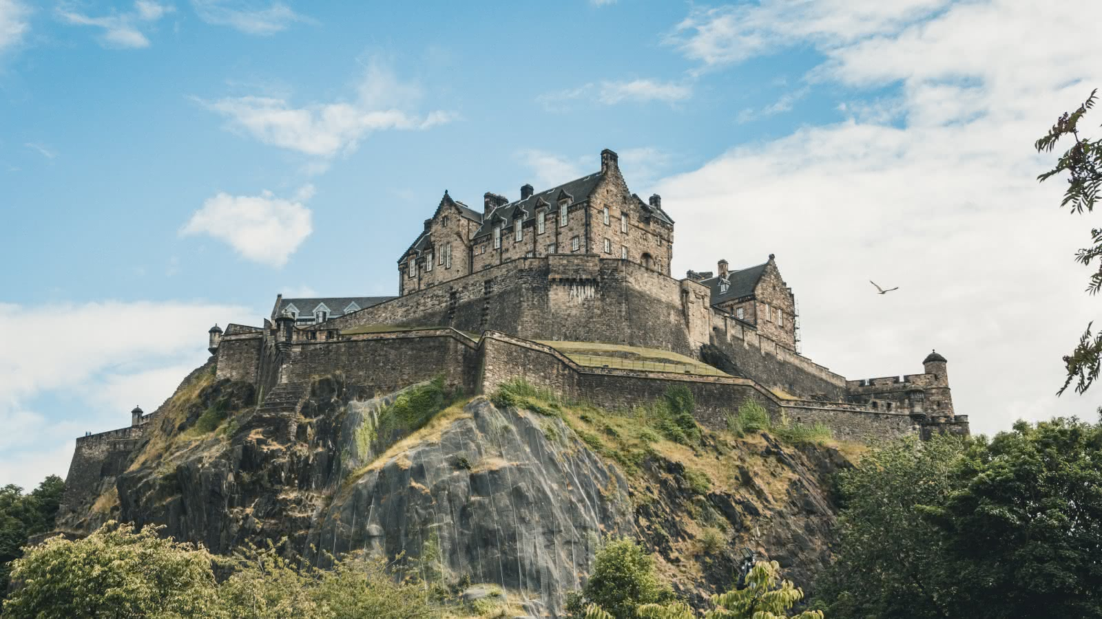 What makes Edinburgh Castle so important to Scotland?