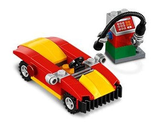 40277 Monthly Mini Build Set Car and Petrol Pump - February