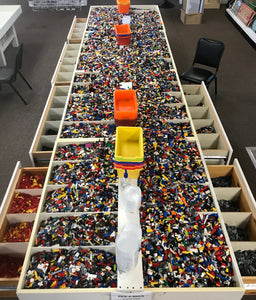 Random bulk LEGO(R) pieces: Sold by the pound.