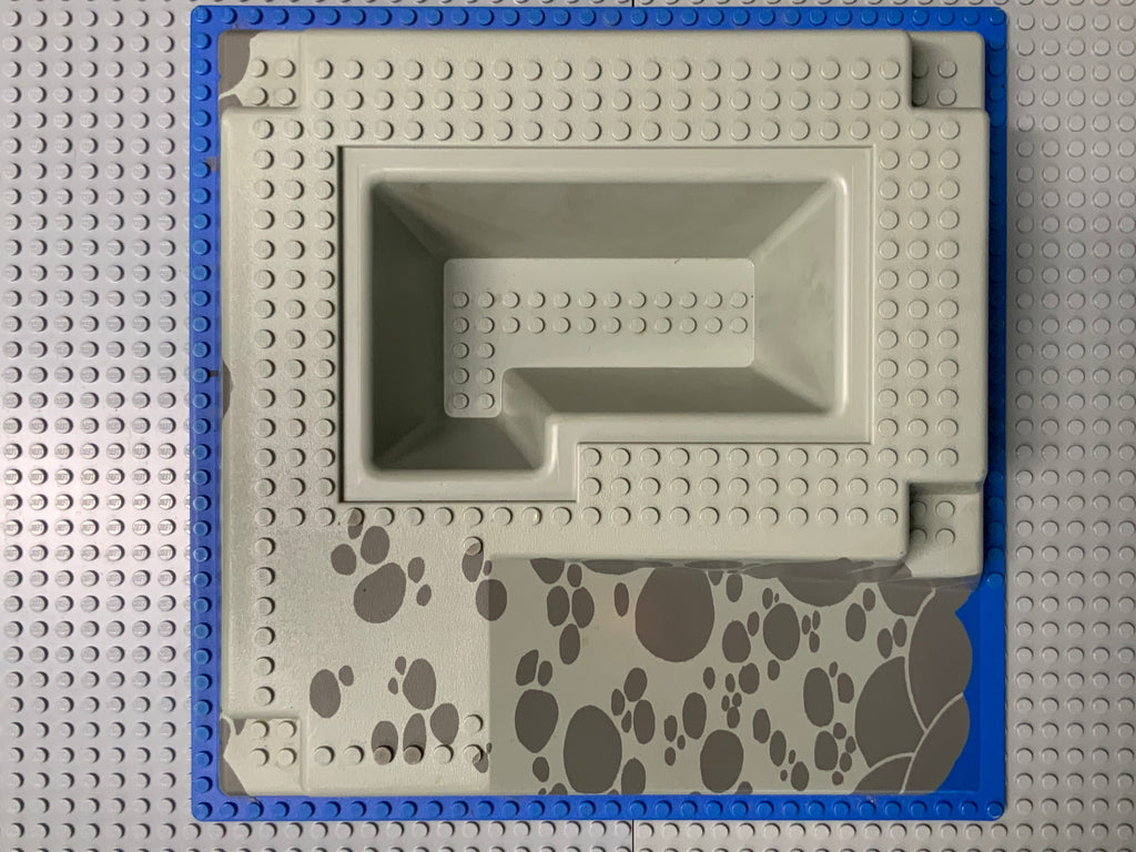 32x32 Raised Baseplate W/ Ramp & Pit, Water, Gray Stones Pattern 2552px3 Lego (R)
