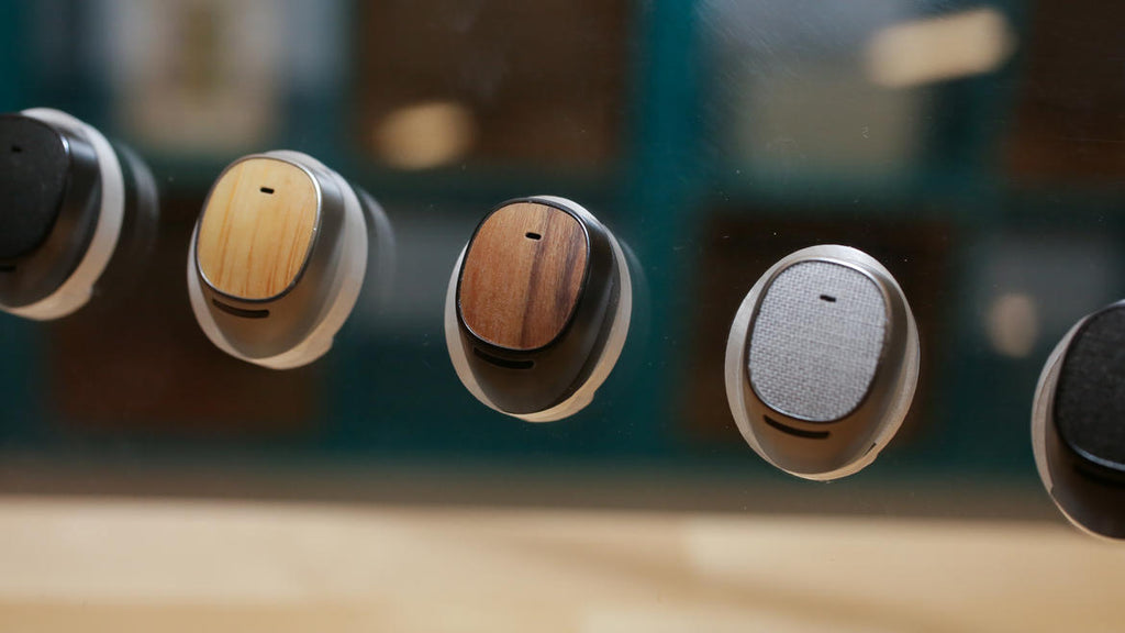 2nd-gen Moto Hint: The socially acceptable hearable gets better audio and battery life