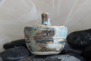lovely-tiny-unique-carved-handmade-stoneware-ceramic-trinket-jar-gift-box