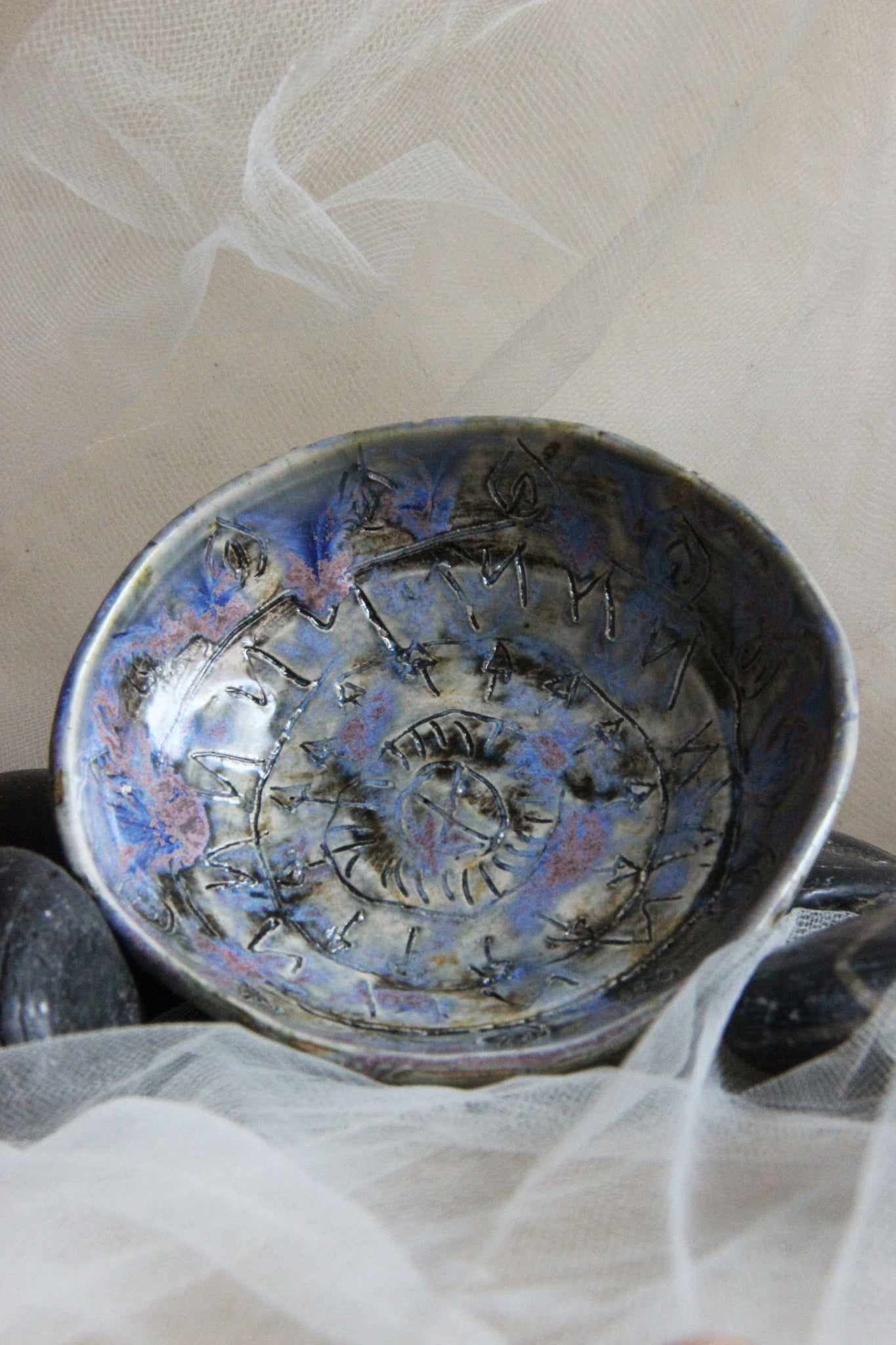 small-handmade-pottery-carved-trinket-bowl