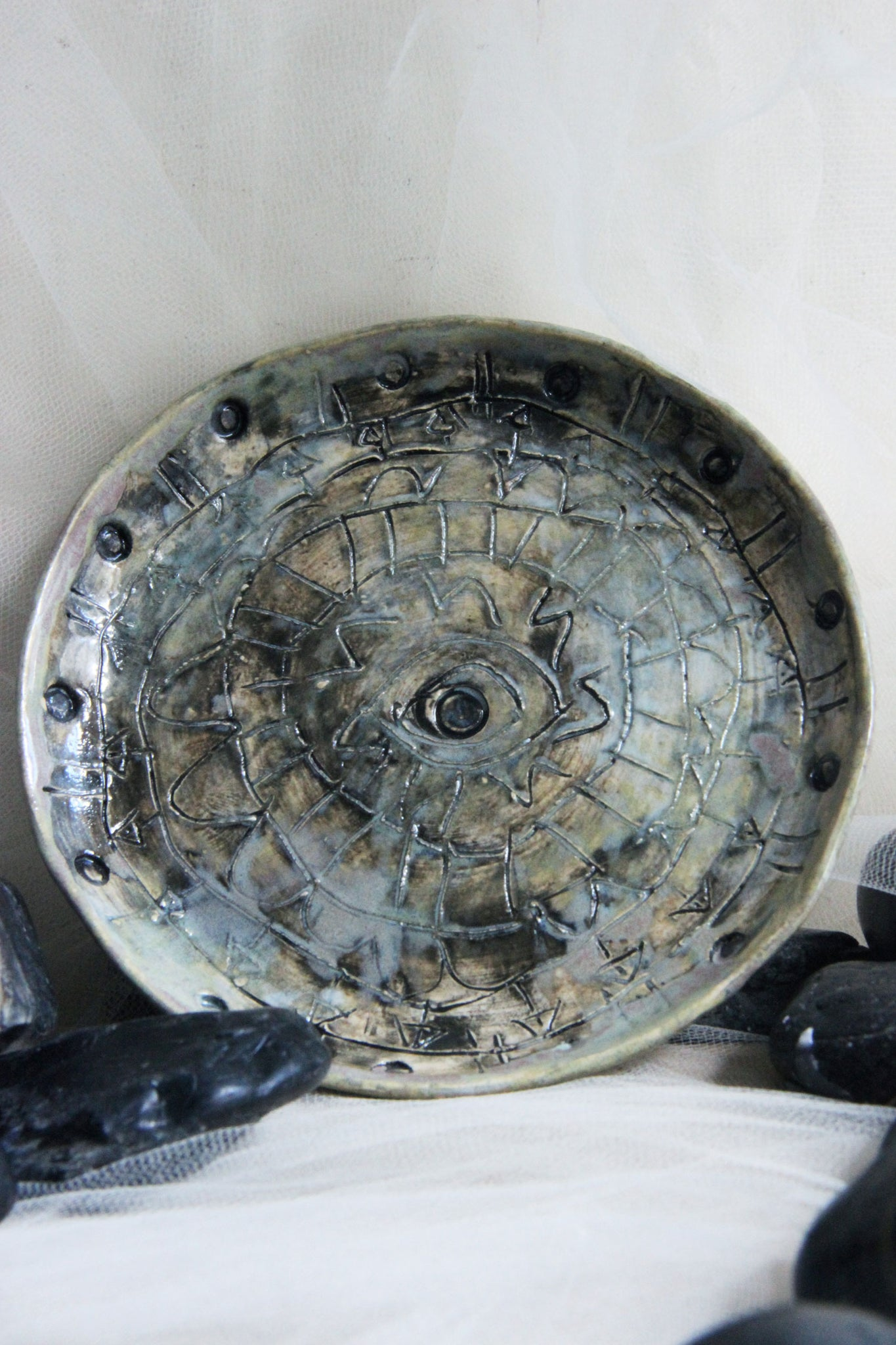 gorgeous-handmade-small-carved-stoneware-ceramic-plate