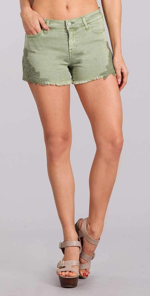 "Celebrity Pink Jean 3"" Mid Rise Crochet Applique Shorts in Reseda CJ30902E30:"