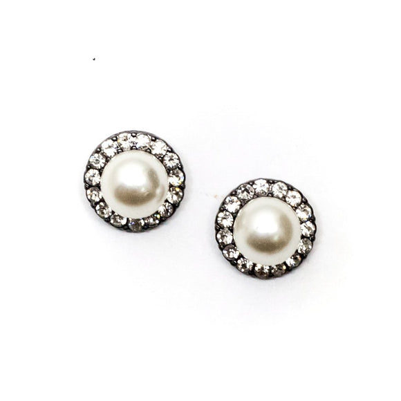 Pearl Surrounded by Rhinestones Earring