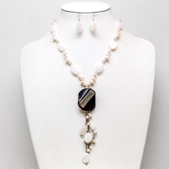 Stone Pendant Pearl Necklace